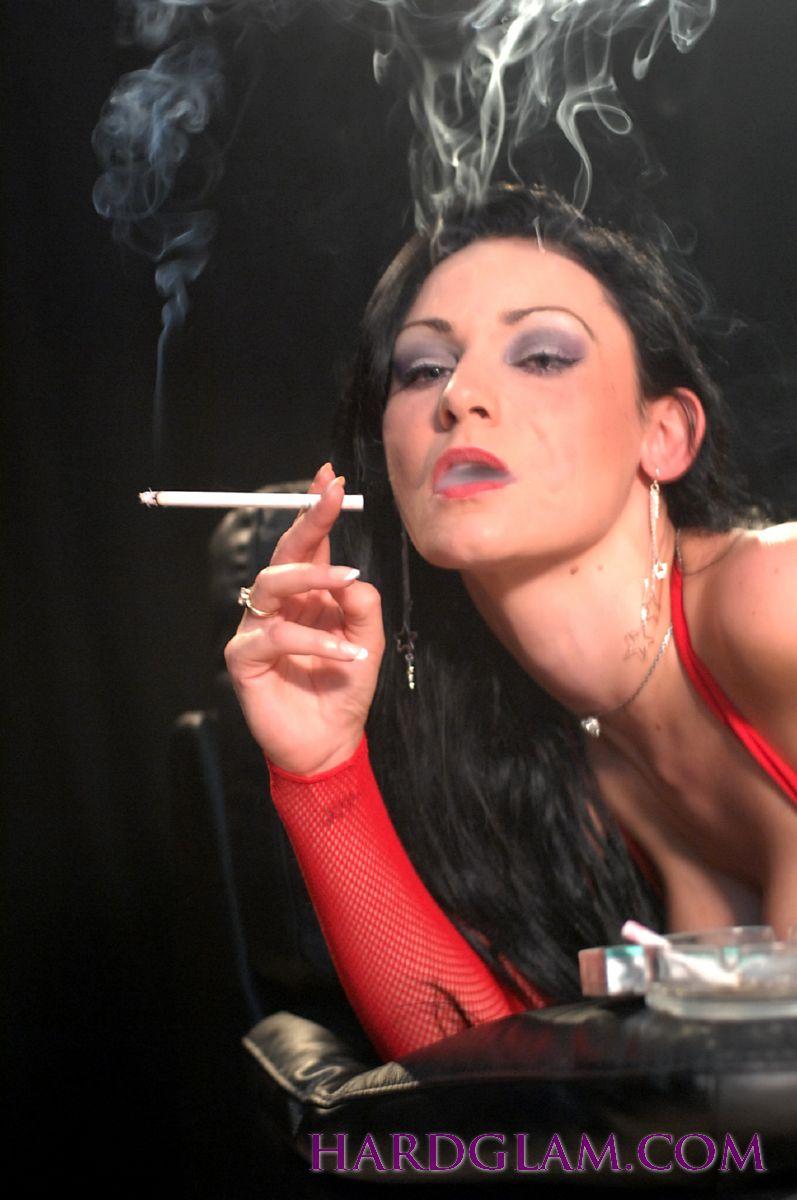 Smoking while having sex