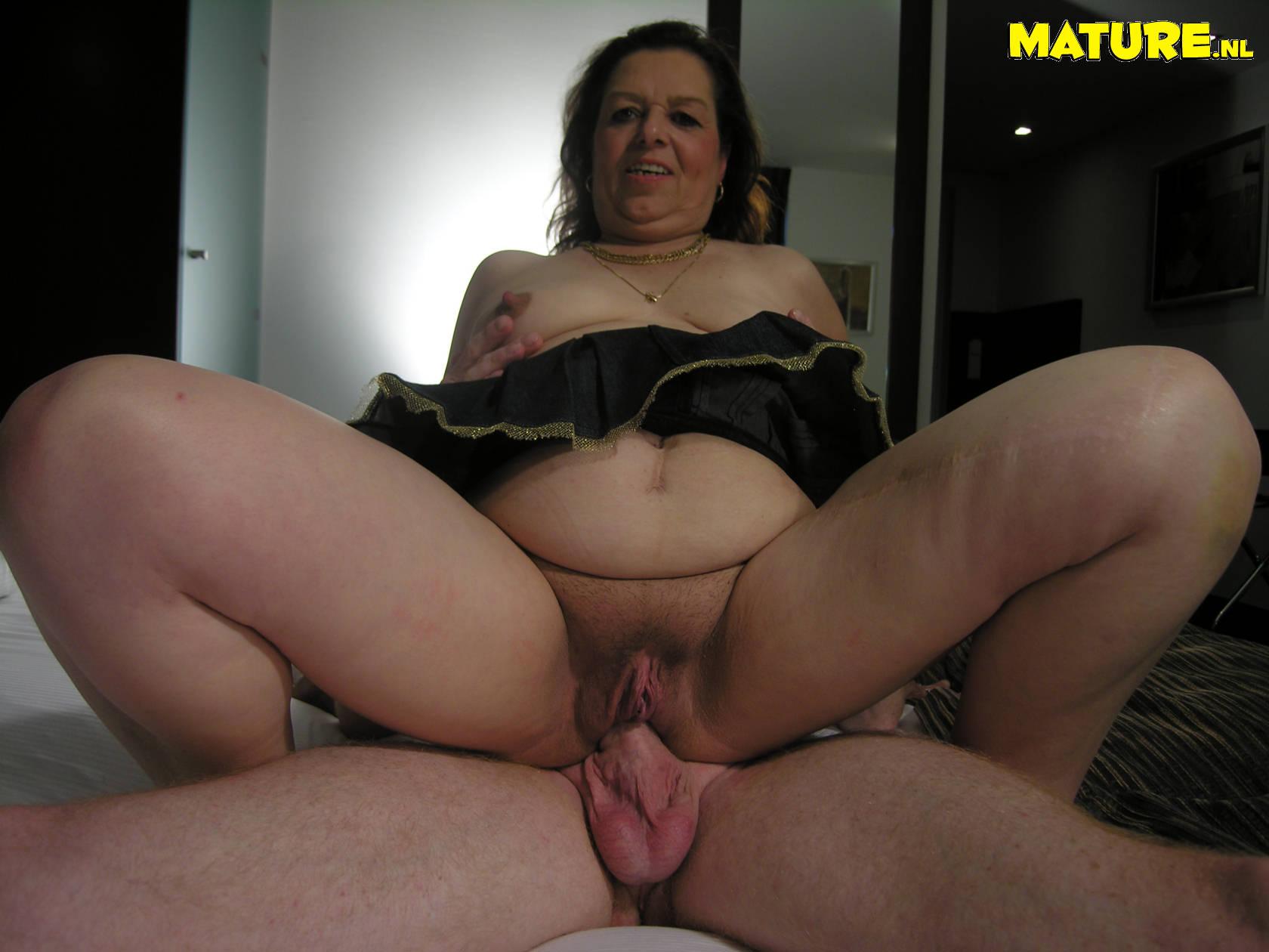Mature Slut Sucking And Fucking