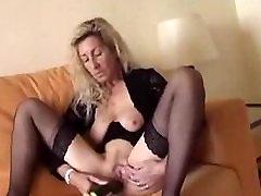 Saggy blonde spide xxx fucks herself with a cucumber