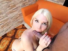 Sexy perayu lelaki tranny rides big orgasm by clit cock