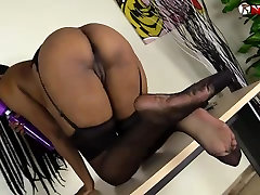 Black girl squirting over her chubby bum in stockings