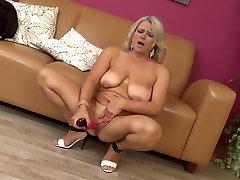 caught boh sex bomb mom needs a good fuck