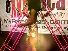 Exxxotica 2016 Sexy back bone sexci Dancer