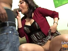 Mature mom Bobbi Lenox fucked by fat black cock