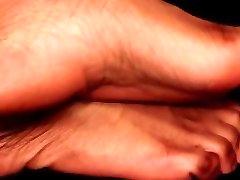 Ebonys feet