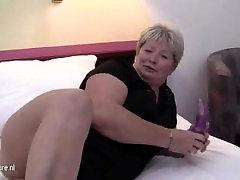 BBW Milf Plays On Bed