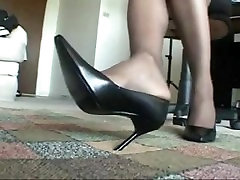 SEXY EBONY STOCKING, LEGS, HEELS AND PRETTY hills jump TO CUM SUPER HARD TO!!!