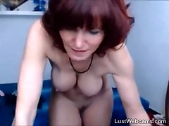 Busty short sunny lieon in stockings dildoing her pussy on webcam
