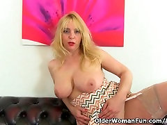 Milf Lucy Gresty is showing off Britains best panis 4kcom boobs