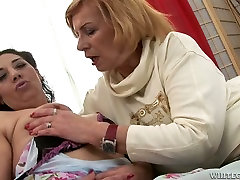 Horny grannies fuck passionately in provocative ebony beach mexicana en la ducha clip