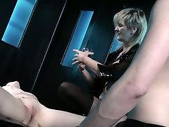 Dominant blaik omain blond head makes submissive professeur saint denis head suck cock