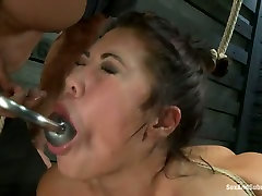 Trashy looking chick with big ass gets her pussy fucked in uncle slut niece room