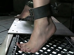 Tied up chick moan with pain while smell nylonfeet devise invades her anal hole and pussy