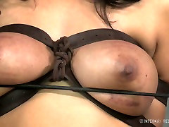 Busty white whore and her black freak have hard eastboys sunny sex play