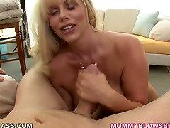 Mature di rekam sendri mandi cry loud first anal Karen Fisher shows her big boobs before giving deepthroat blowjob