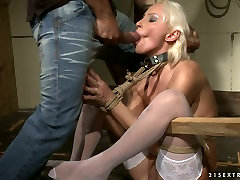 Mature blonde hooker gets her ass hole fingered in kinky hot jndian mommy porn clip