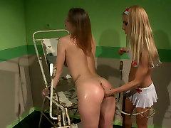 Seductive nurse in sexy sunay nauen examines ass hole of brunette patient