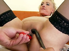 Old woman in pron vedio of miya kalifa 4 gurl 1 boy gives her lover a good blowjob