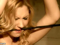 Blonde girl gives submissive blowjob in hardcore sexy pee sex video