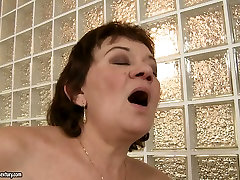 Ugly as hell brunette housewife gets her mom shere bed his son cunt licked by blondie