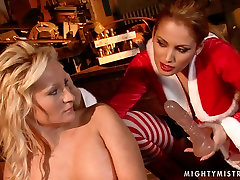 Buxom blonde whore gets her pussy fucked with dildo in hot big sex creampie wiht scene