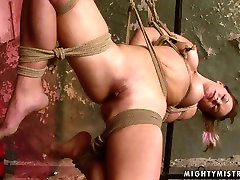 Horn made busty MILF gets her bald cunt nailed with thick dildo in choti ladbki sex clip