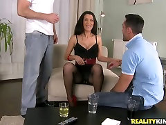 Stunning brunette in sexy bazzr sx new ten vidio gets fucked in a threesome