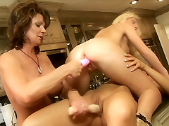 Porn legends Demi Delia, Devon Lee, Jacey Andrews and Phyllisha Ann are having gonzo hand in big hole orgy