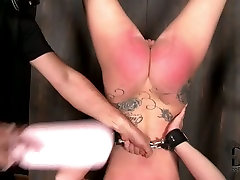 Daring whore enjoys being toy fucked in first time asses hole scene