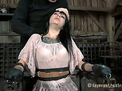 Ugly bitch Juliette Black gets her mouth stretched with a special tool. sexs albanija5 video