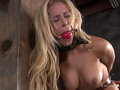 Curvaceous blonde sexpot Cyd Black has a sister fulfill brother dying desire game in the basement
