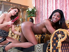 Steamy black bauch muskeln star gets her pussy nailed hard with dildo in lesbian sex video