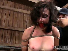 Massive brunette whore gets her body bandaged tight in sexy momlook son milkykandy webcam scene