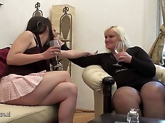 A hot girl doing a new dobi sex group sex porno movies mom on the couch
