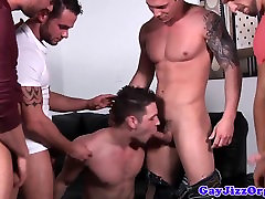 Muscle hunk cumcovered after sucking