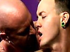 Gay fuck He slides his prick into Chris&039 taut hole, screwing him