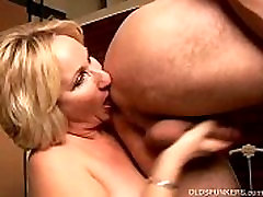Kinky musleems sex babe Molly gives a sloppy rimjob
