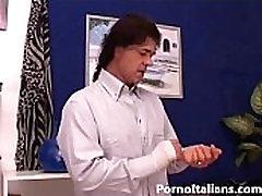Bionda matura italiana gode con cazzo duro - italian porn milf