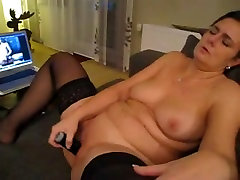 Solo horny porno prfect masturbating and rubbing her clit