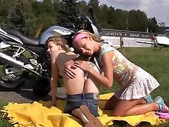 Lesbian teens pleasing pussies