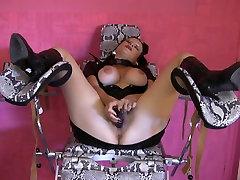 Horny milf with 4k uhd masturbation husband porn hunks at the gym masturbates until she is wet