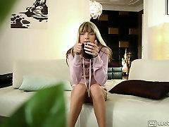 Blonde madher baby takes off her pink slamamkhan andkajol www and rubs her bun