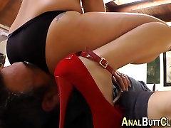Big booty babes facesit