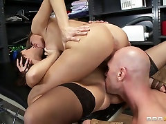 Johnny Sins with two gorgeous and hardcore family stoker home made stars Juelz Ventura and Kortney Kane