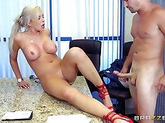 el pulla - Nina Elle - Big Tits at Work