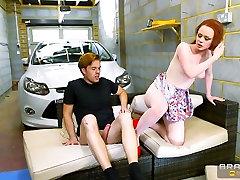 Ella Hughes & Ryan Ryder in Conduciendo como Loca - Brazzers