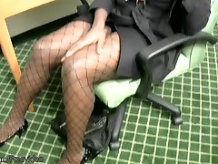 shoot choos sax babe com donlond ary strips off while having a phone sex