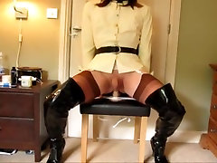 Shemale slut amanda rides dildo in stockings and thighboots
