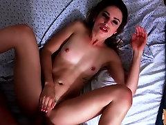 Kristen Scott flashes cali cartari naughty girl video 5 tits