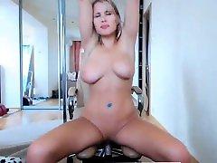 Sexy Webcam Amateur Blonde mia isablla Rubbing big boobs live coll de